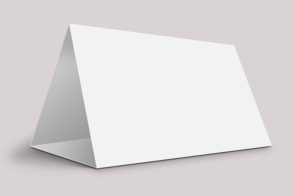 02-folded-desk-calendar-mockup