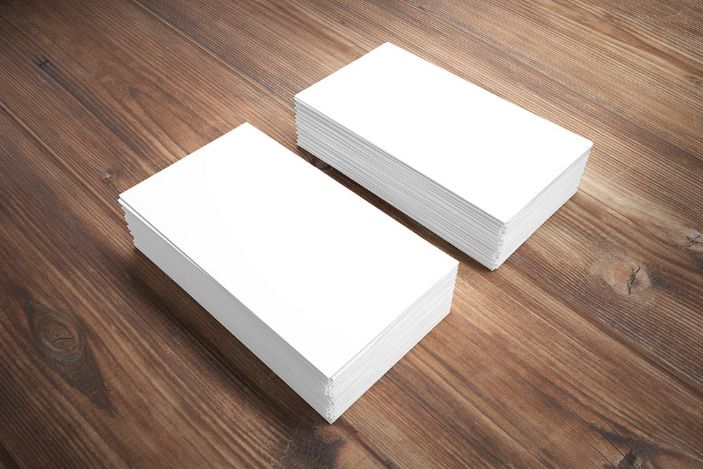 07-business-card-photoshop-mockup-wood-desk