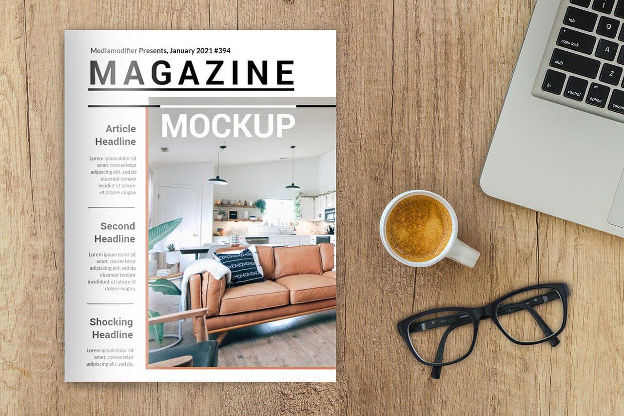 10 maquetas de una revista sobre el escritorio de madera