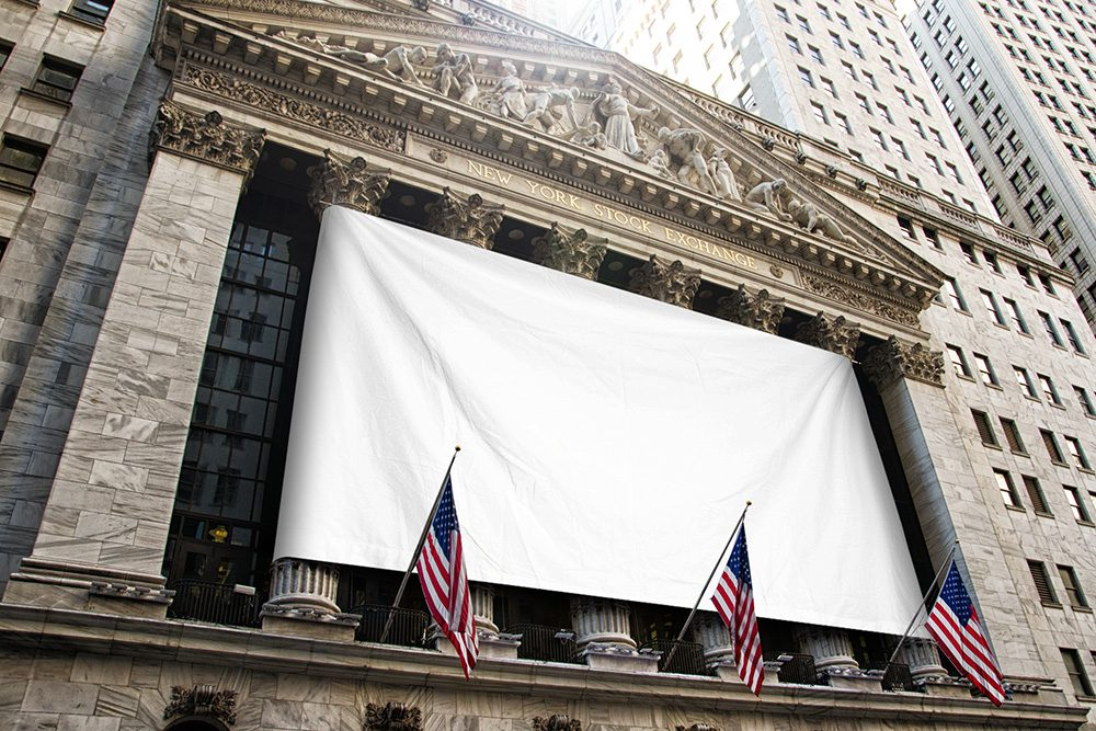 12-large-flag-wall-street-mockup