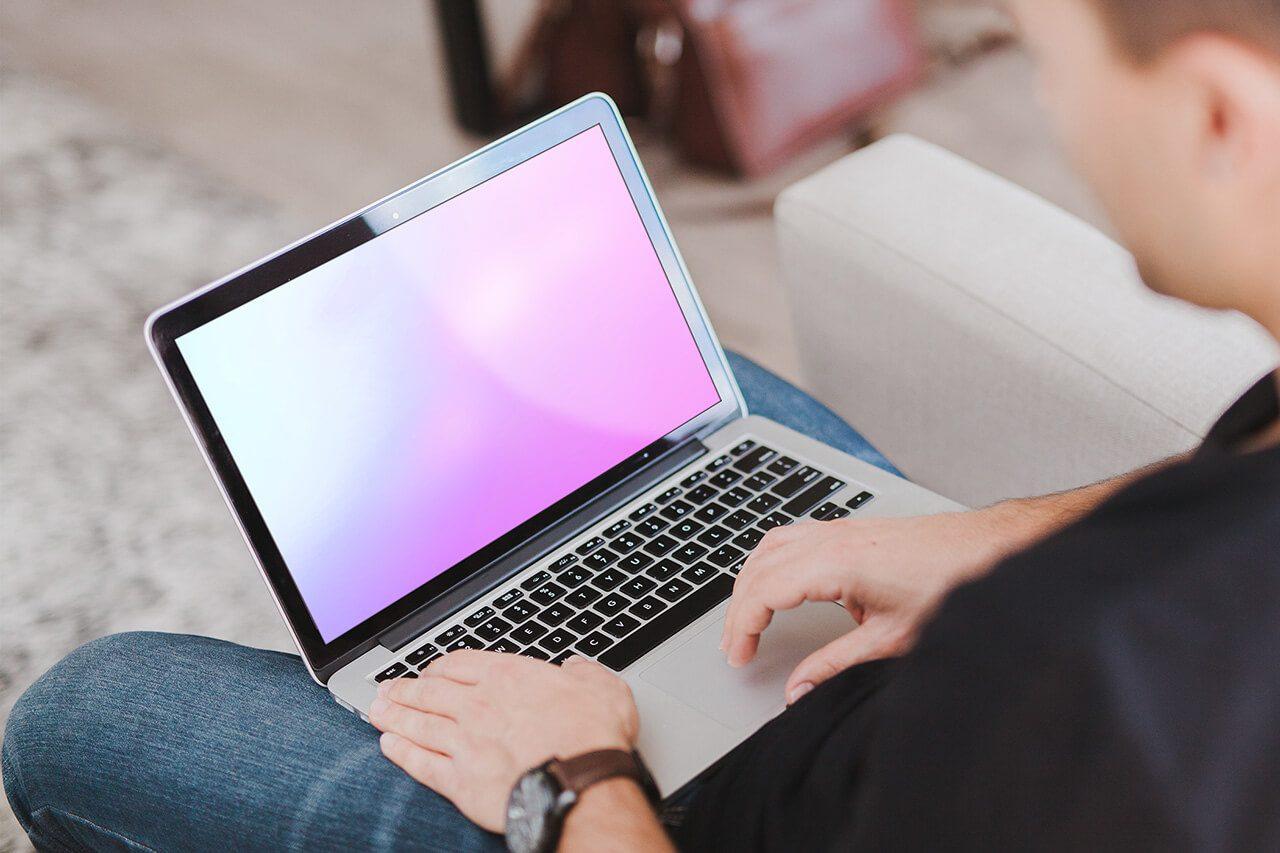 18_man_typing_on_mabook_laptop_mockup