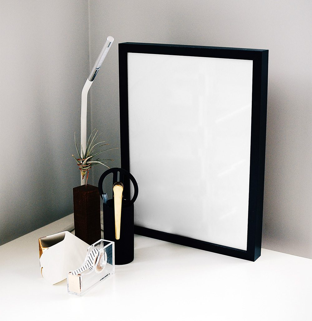29-black-desk-icture-frame-mockup